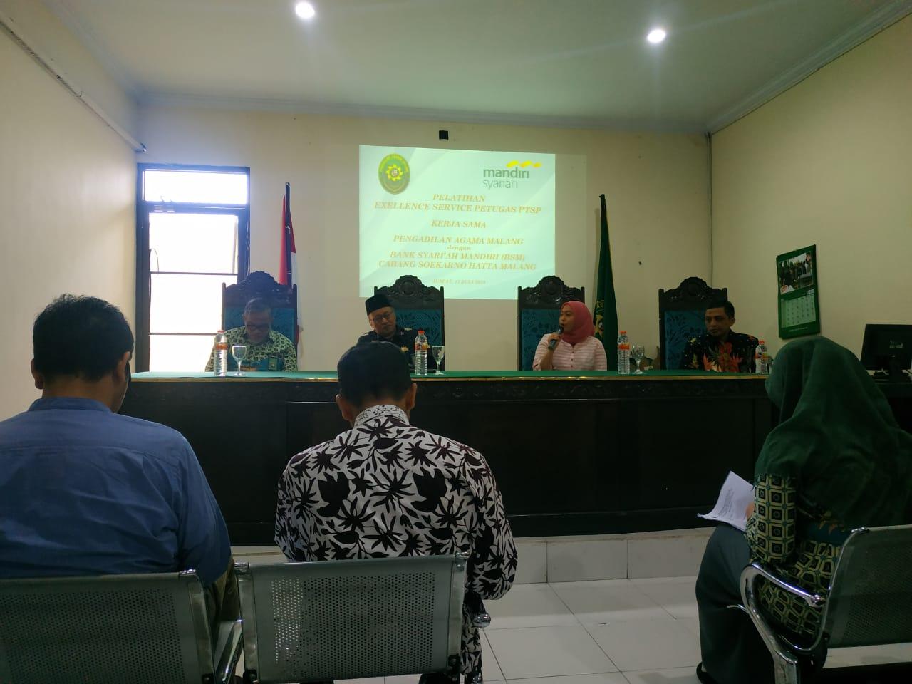 Pelatihan Excellence Service PA Malang